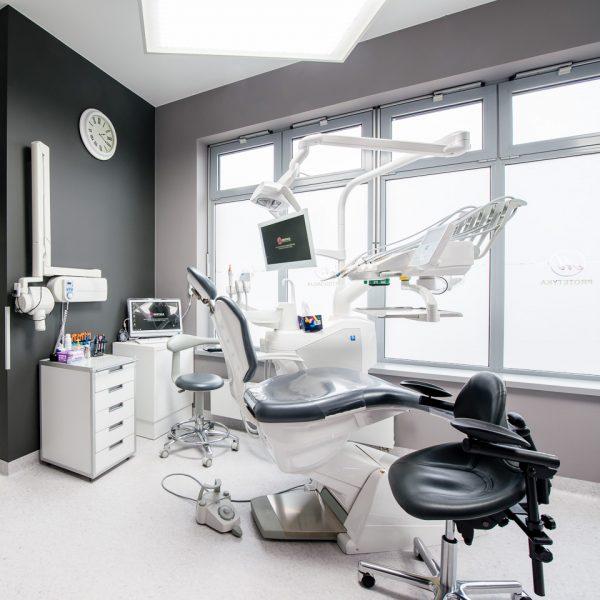 bogato wyposażony gabinet stomatologiczny w Białymstoku