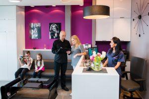 Rejestracja i wywiad podczas pierwszej wizyty w gabinecie M-Dentica