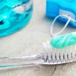 płyn, szczpteczka, pasta i nić stomatologiczna