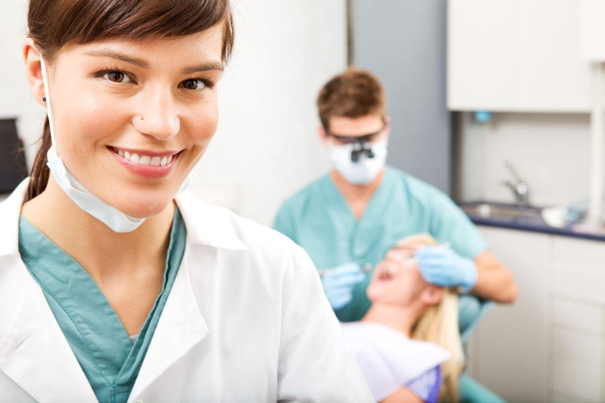 Dobry dentysta w pracy Białystok