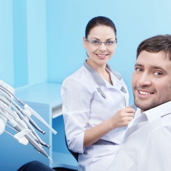 Chirurg stomatolog i pacjent Białystok